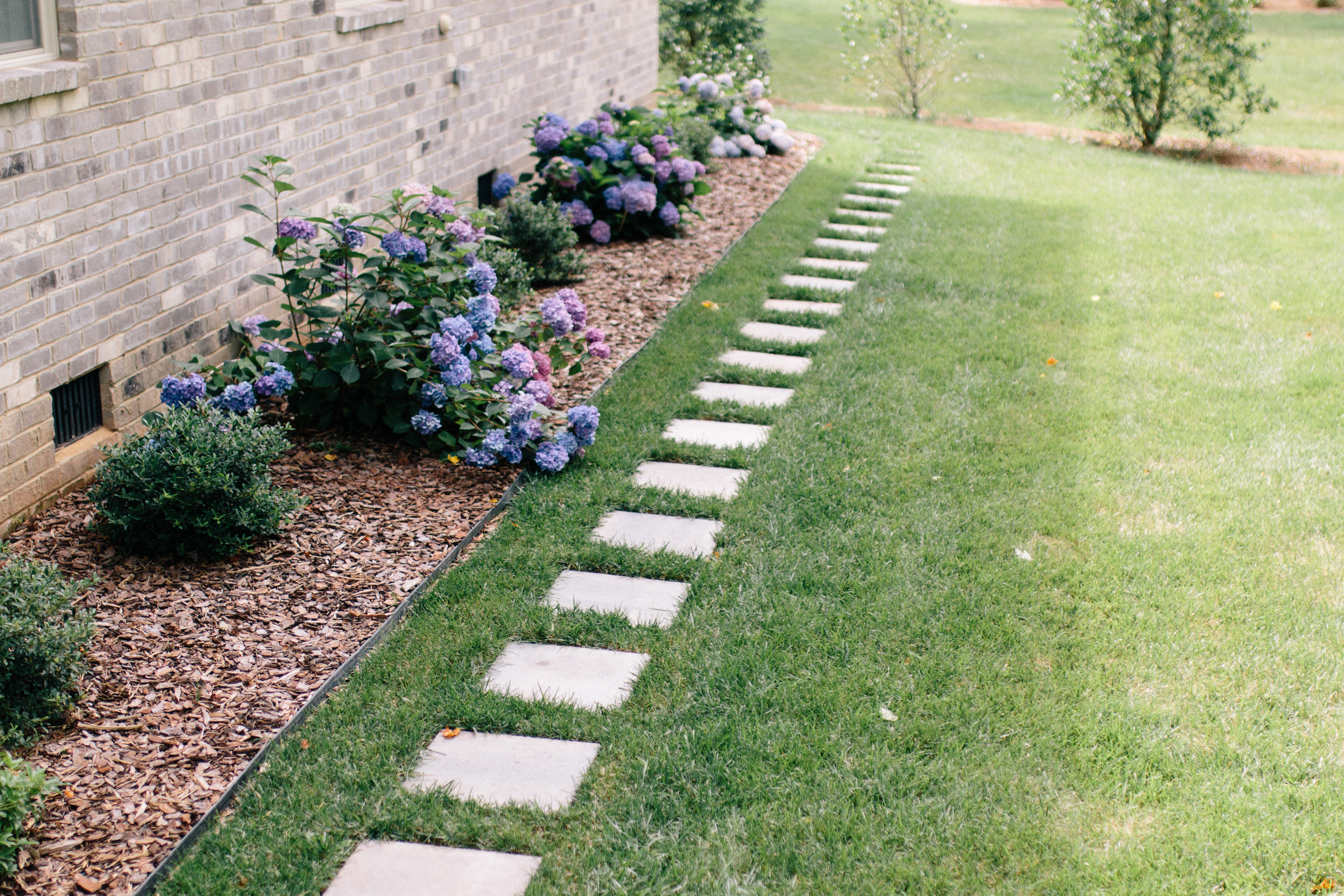 How To Lay A Stepping-Stone Path - Style Souffle